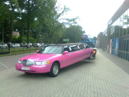 Roze Limousine Takeldienst - Struyfs